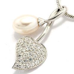 Upea valkoinen helmi sydänriipus  rodinoitua hopeaa