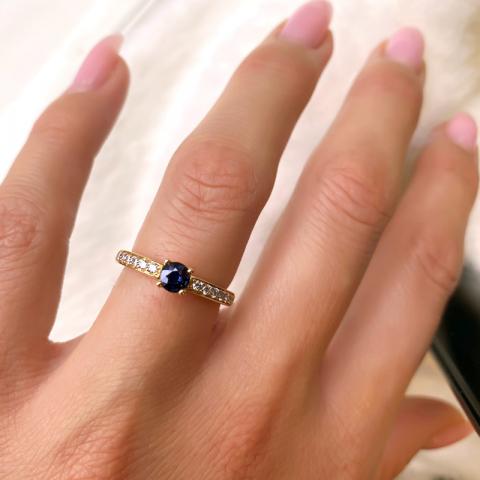 Upea sininen safiiri sormus 14 karaatin kultaa 0,20 ct