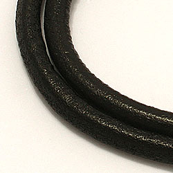 Nahasta CARI rannekoru musta nahkaa, jossa on terästä laas  x 4,0 mm