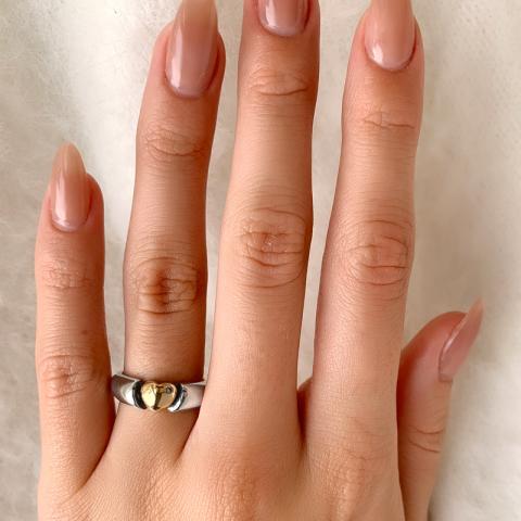 Upea sydän sormus oksidoitua sterlinghopeaa 8 karaatin kultaa