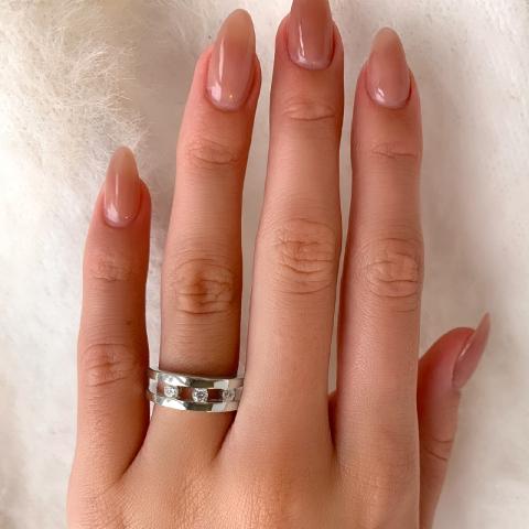 Ihastuttavia valkoinen zirkoni sormus hopeaa